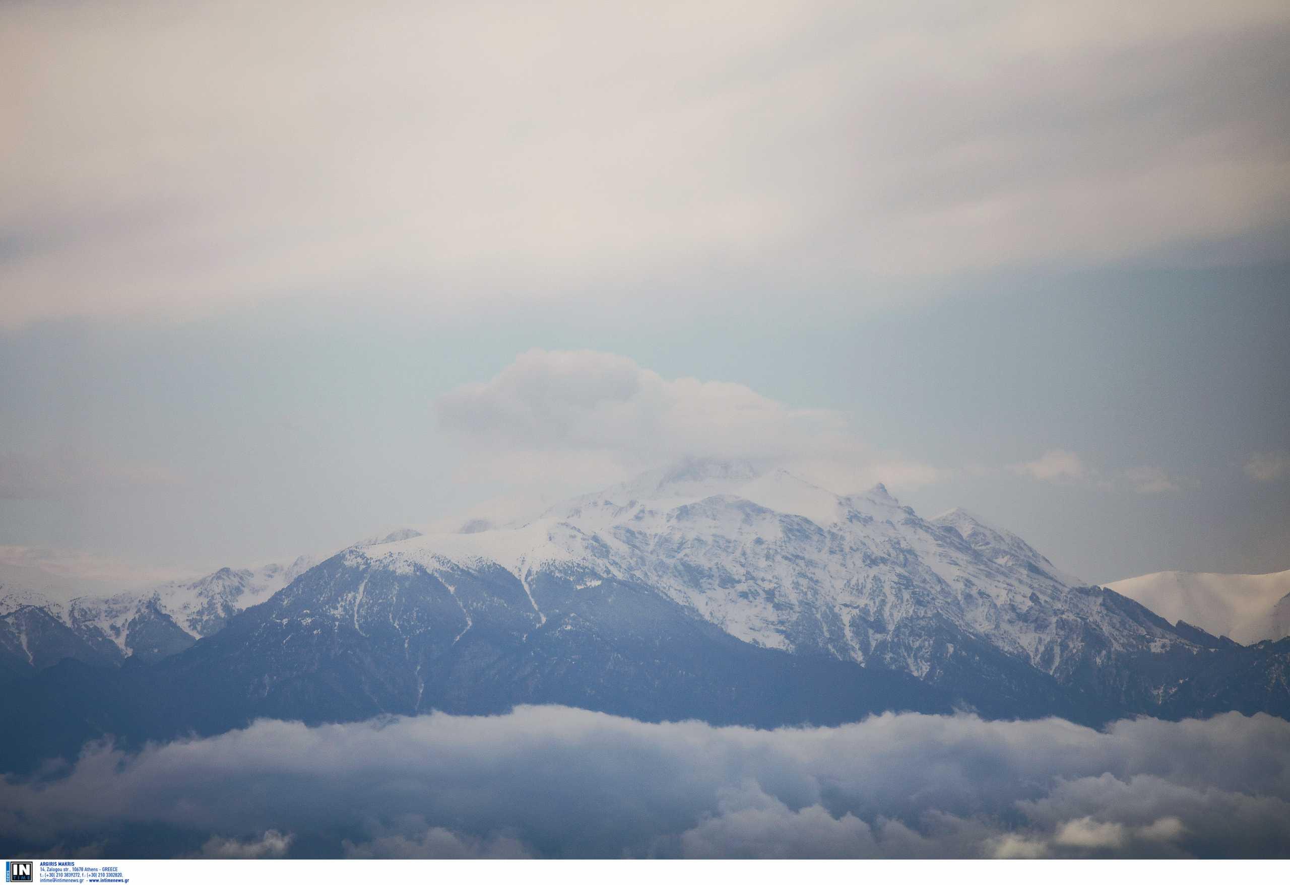 Όλυμπος: Βρέθηκε ο ένας ορειβάτης χωρίς τις αισθήσεις του μετά τη χιονοστιβάδα