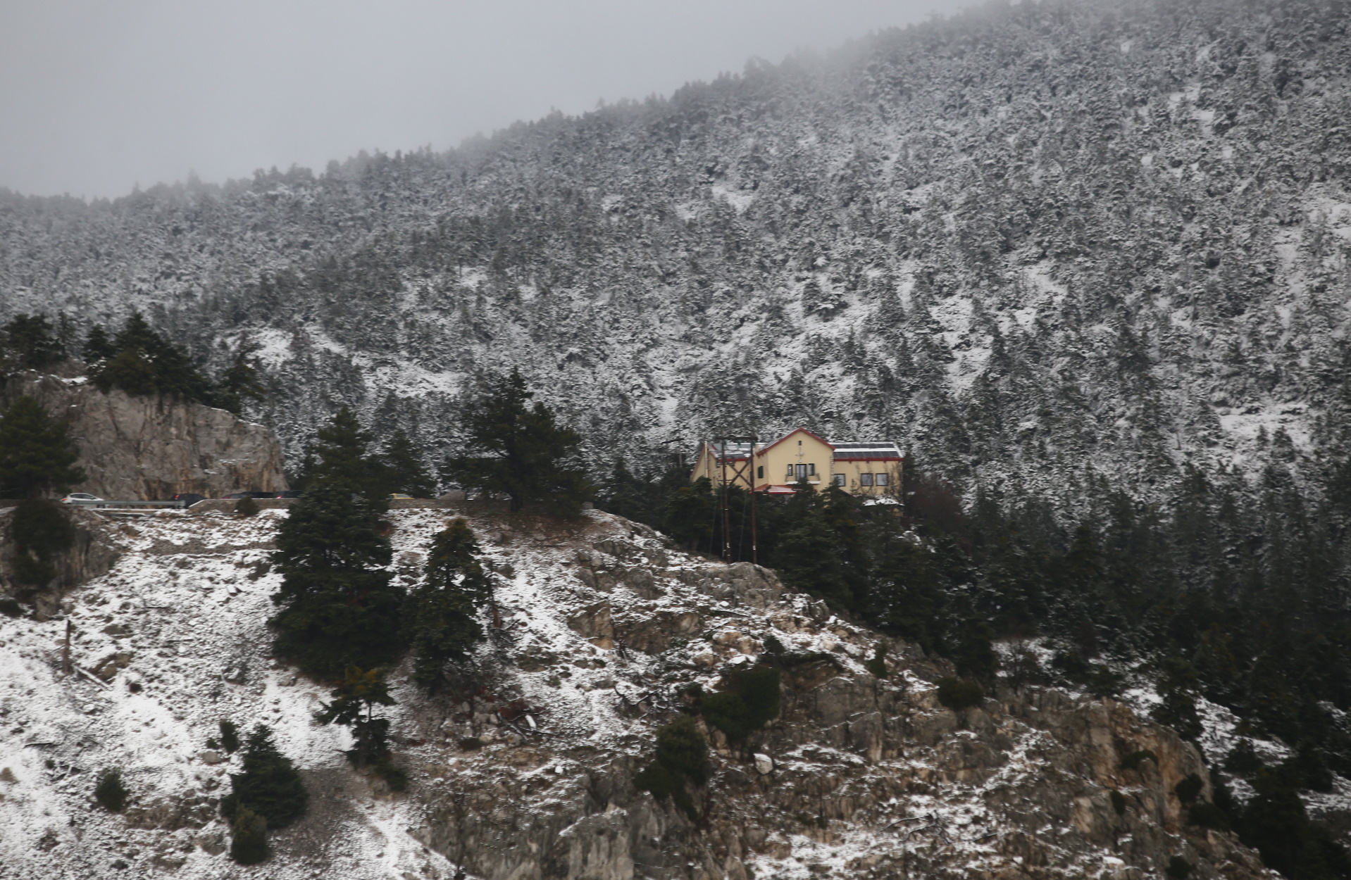 Πάρνηθα: Το μοναχικό εκκλησάκι στο Κεραμίδι που μάλλον δεν γνωρίζεις