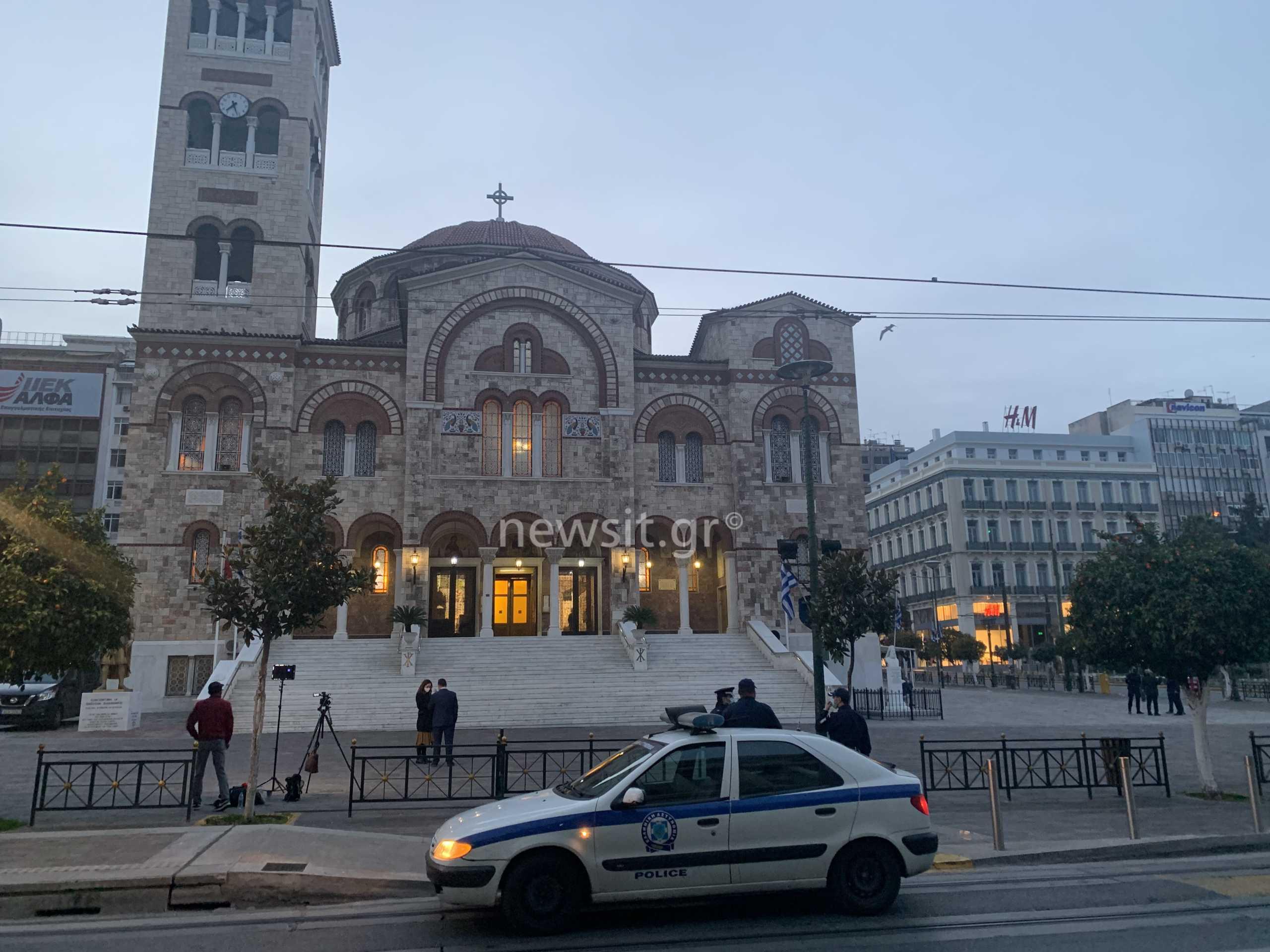 Θεοφάνεια: Λίγοι πιστοί στην Αγία Τριάδα Πειραιά – Σεραφείμ στο newsit.gr: Η κυβέρνηση υπαναχώρησε από τα συμφωνηθέντα