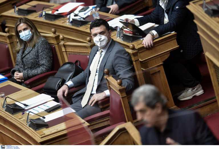 «Ξιφούλκησαν» Πολάκης και Κικίλιας στην Βουλή για τις θεραπείες κατά του κορονοϊού
