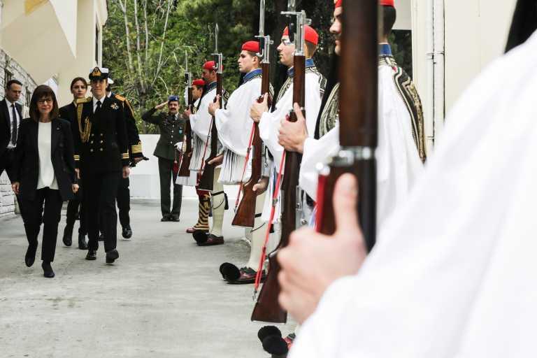 """""""Μήνυμα"""" ΠτΔ για Προεδρική Φρουρά: Είναι θεματοφύλακες της ιστορικής μνήμης μας"""