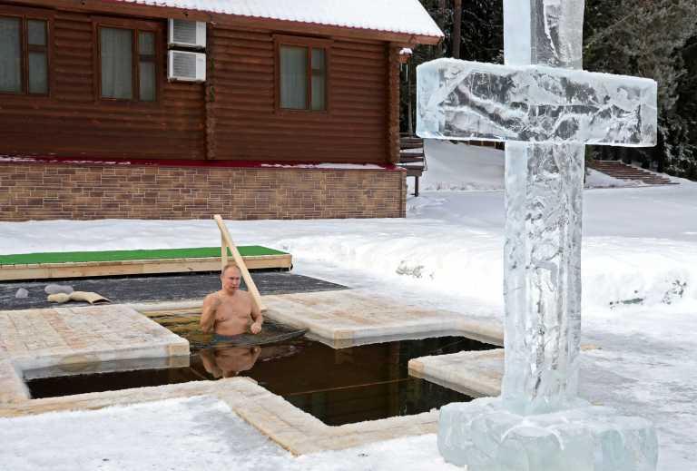 Πούτιν ο σκληροτράχηλος: Βούτηξε στους μείον 20 για τα Θεοφάνια