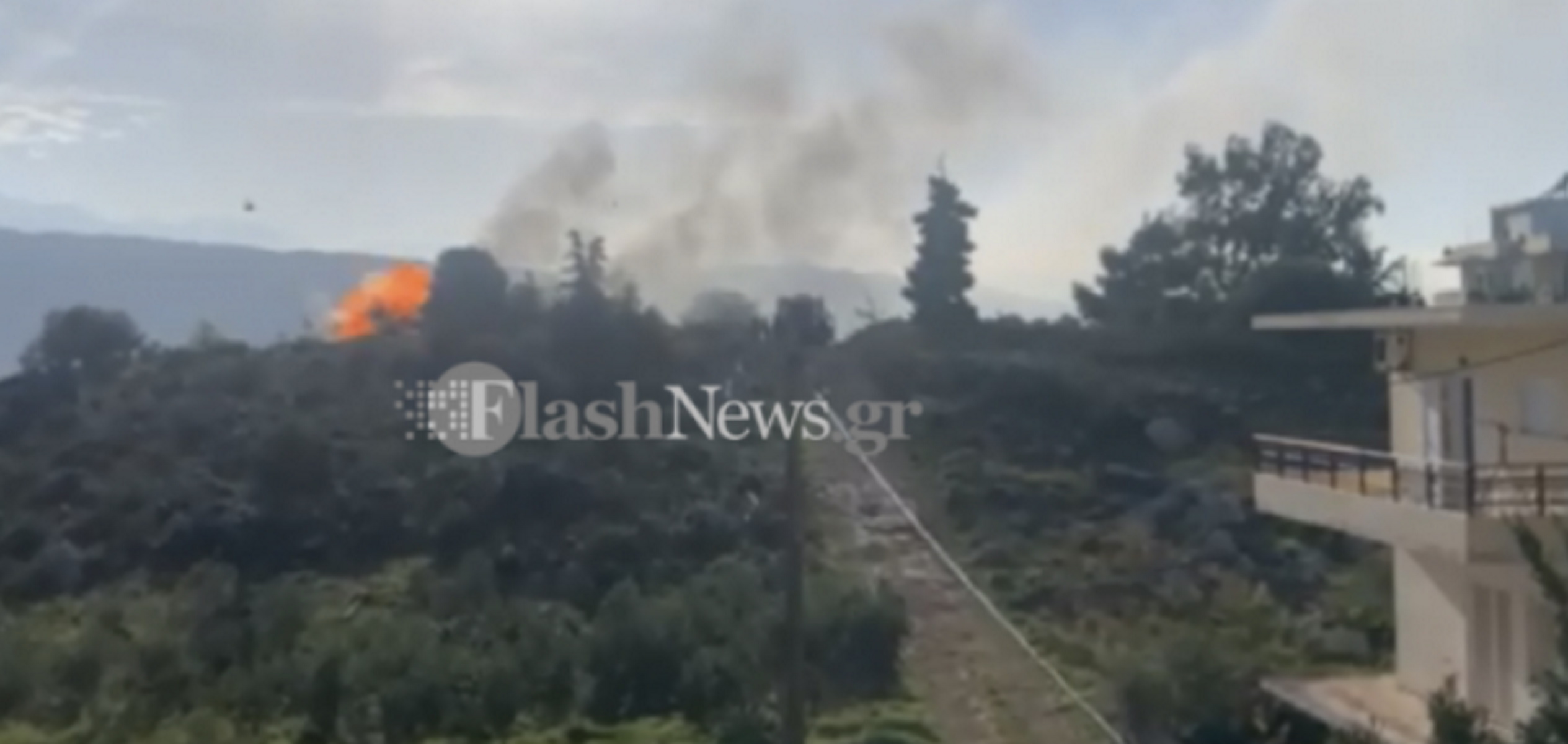 Χανιά: Η στιγμή που σκάει φιάλη υγραερίου σε φλεγόμενη αποθήκη – Κινδύνεψαν πυροσβέστες (pics, video)