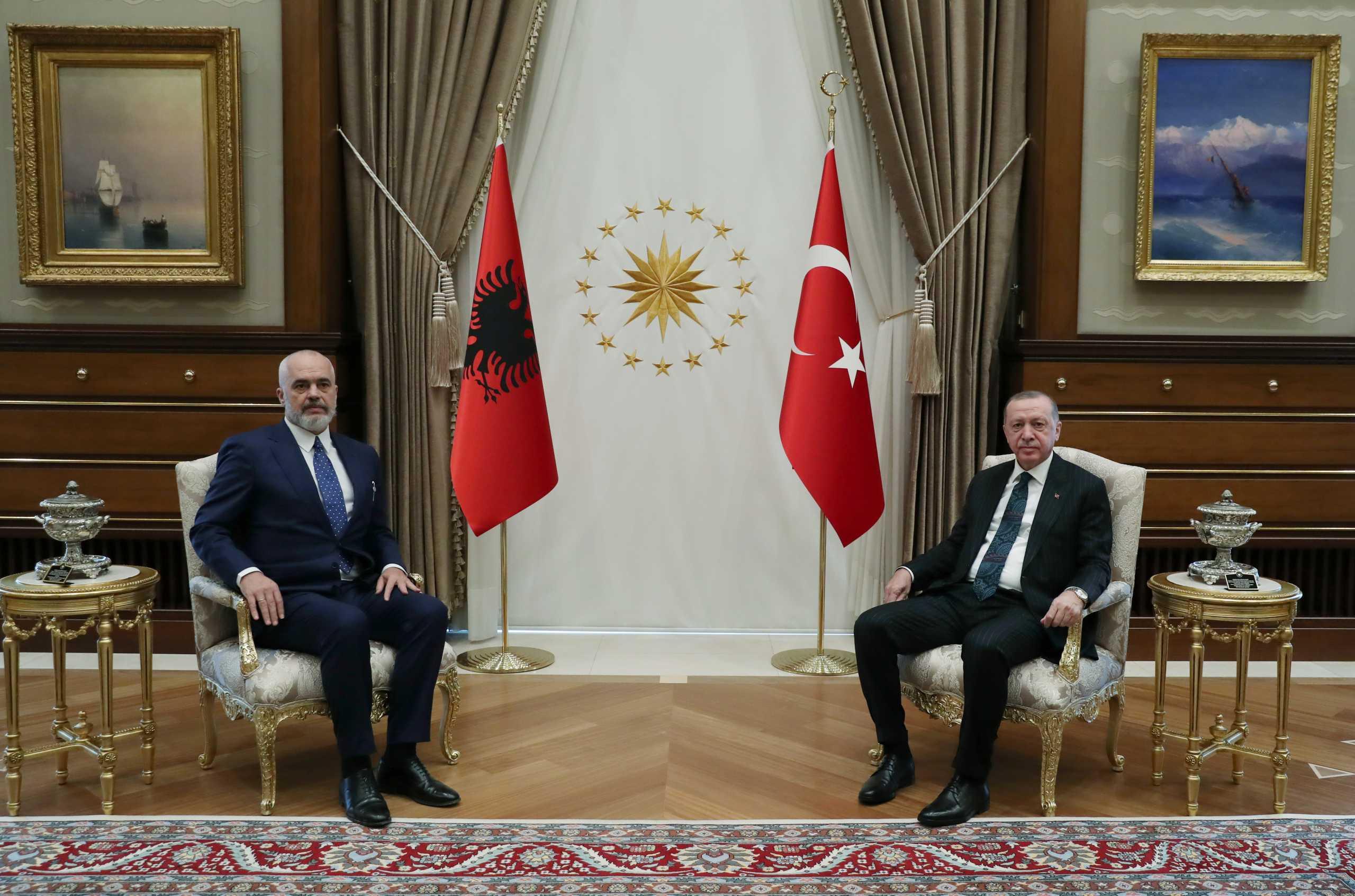 Στην Άγκυρα ο Ράμα – Η συνάντηση με Ερντογάν και οι υπογραφές