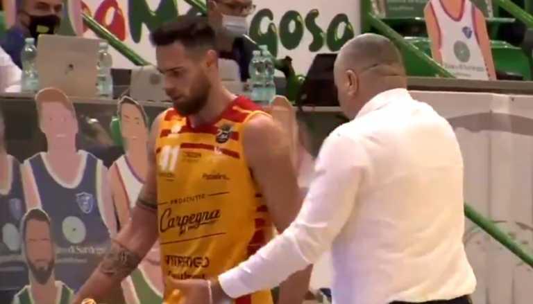 Δεν βάζει μυαλό: Χτύπησε ξανά παίκτη του ο Ρέπεσα (video)
