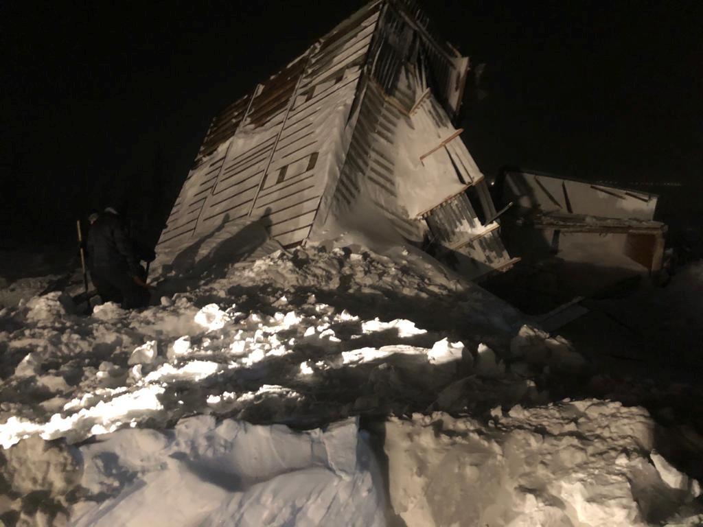 Ρωσία: Χιονοστιβάδα εξαφάνισε χιονοδρομικό κέντρο – Τρεις νεκροί (pics)