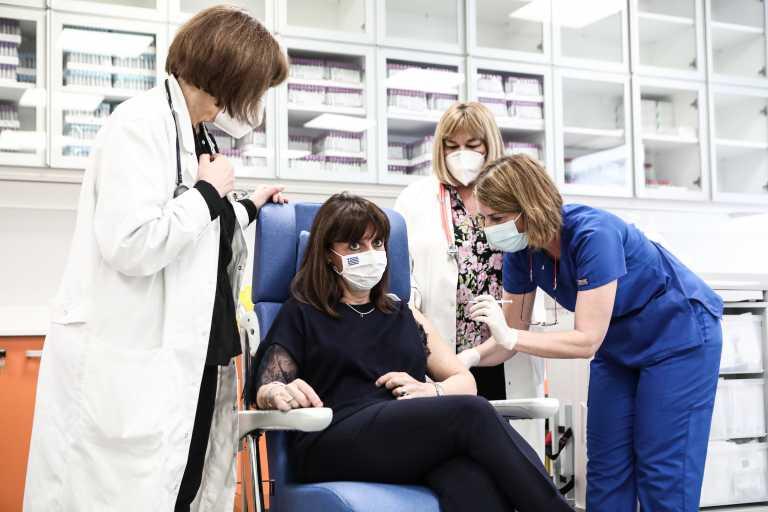 Κατερίνα Σακελλαρoπούλου: Την δεύτερη δόση του εμβολίου κατά του κορονοϊού έκανε και η ΠτΔ (pics)