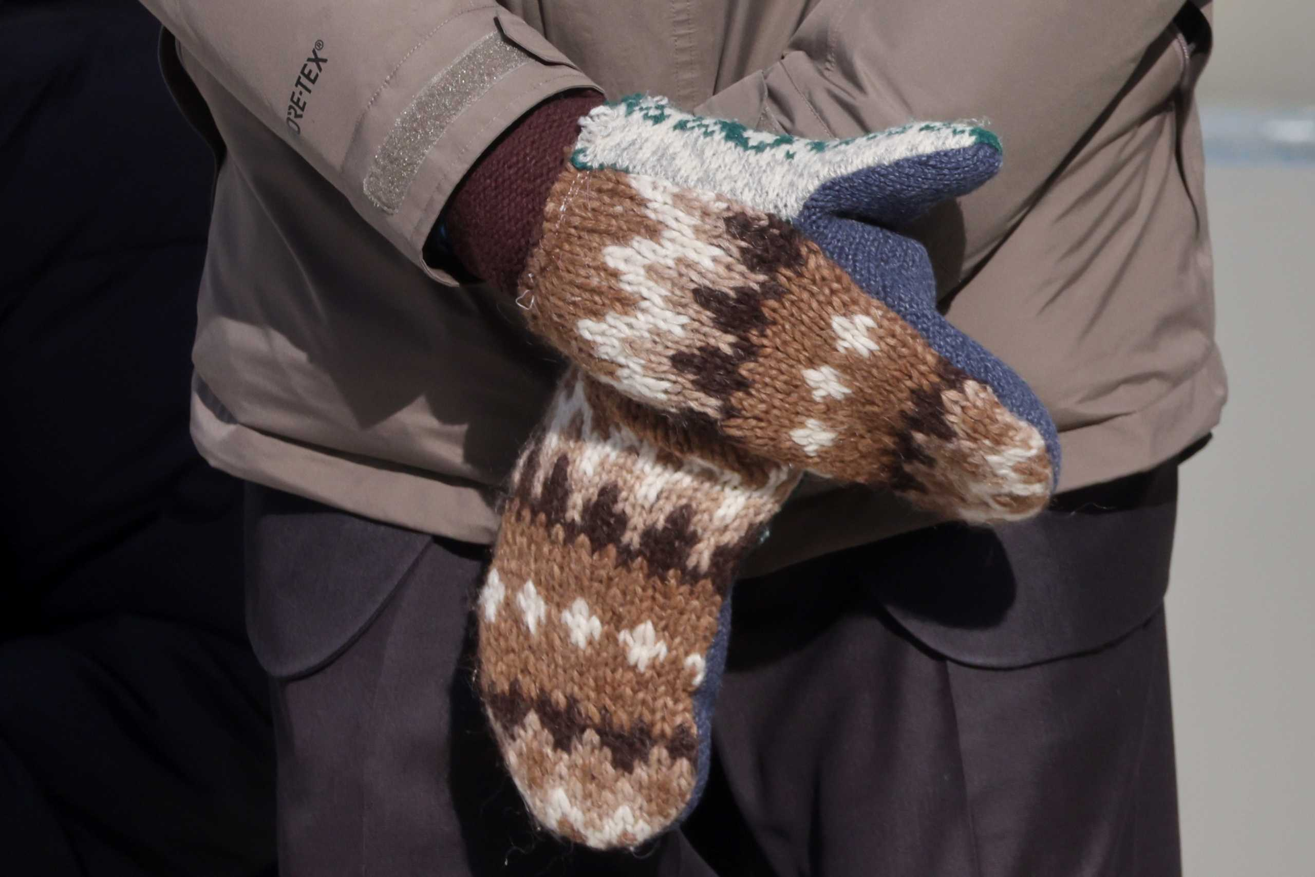 Bernie Sanders: Πανηγύρι με τα τεράστια μάλλινα γάντια που φορούσε στην ορκωμοσία