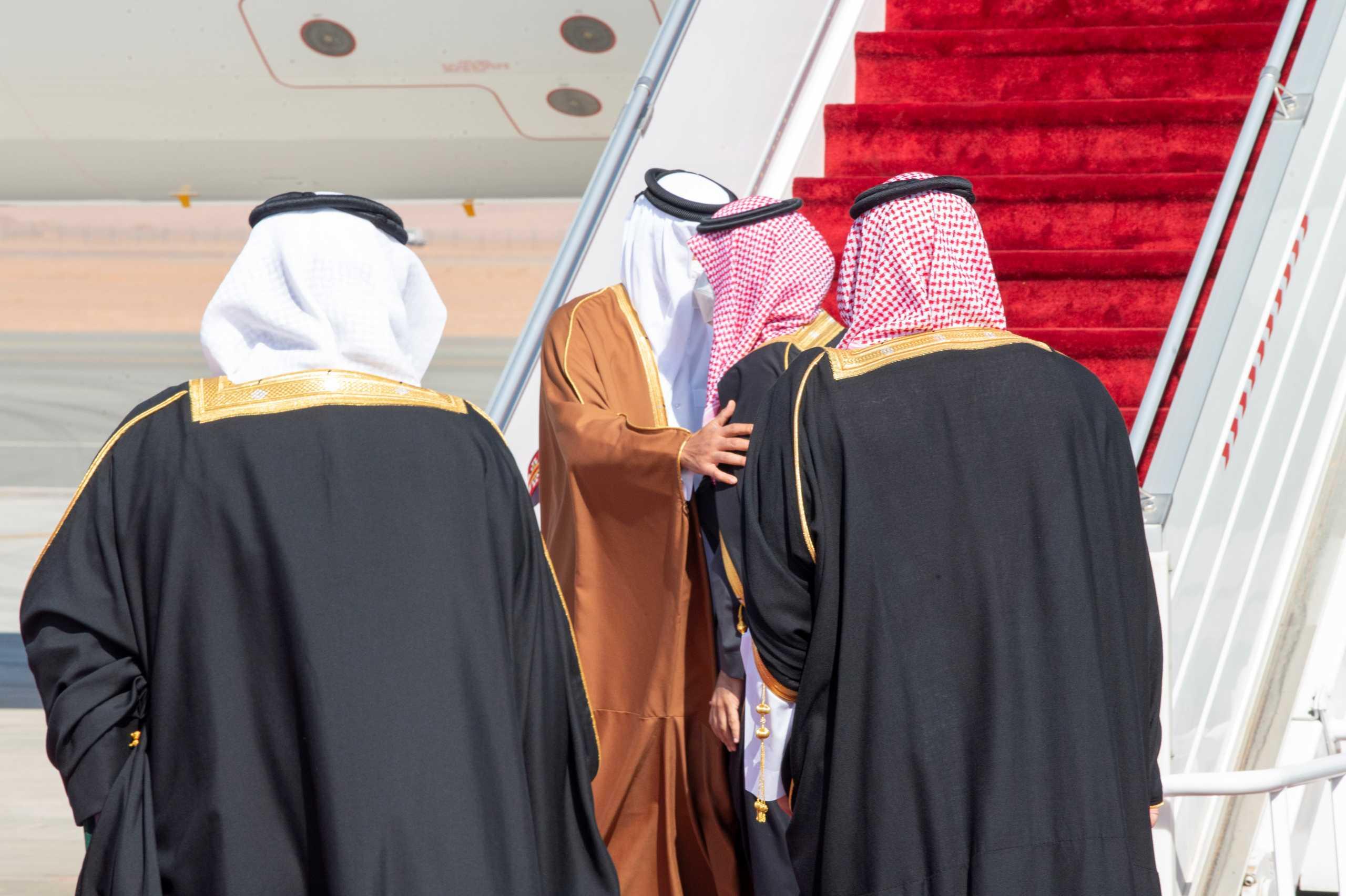 Σαουδική Αραβία – Κατάρ: Ιστορική αγκαλιά Σαλμάν με αλ Θάνι (pics, vid)