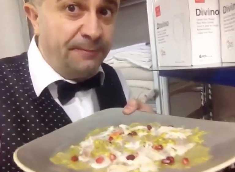 Σερβιτόρος φτύνει στο πιάτο υπουργού πριν του σερβίρει το φαγητό (video)
