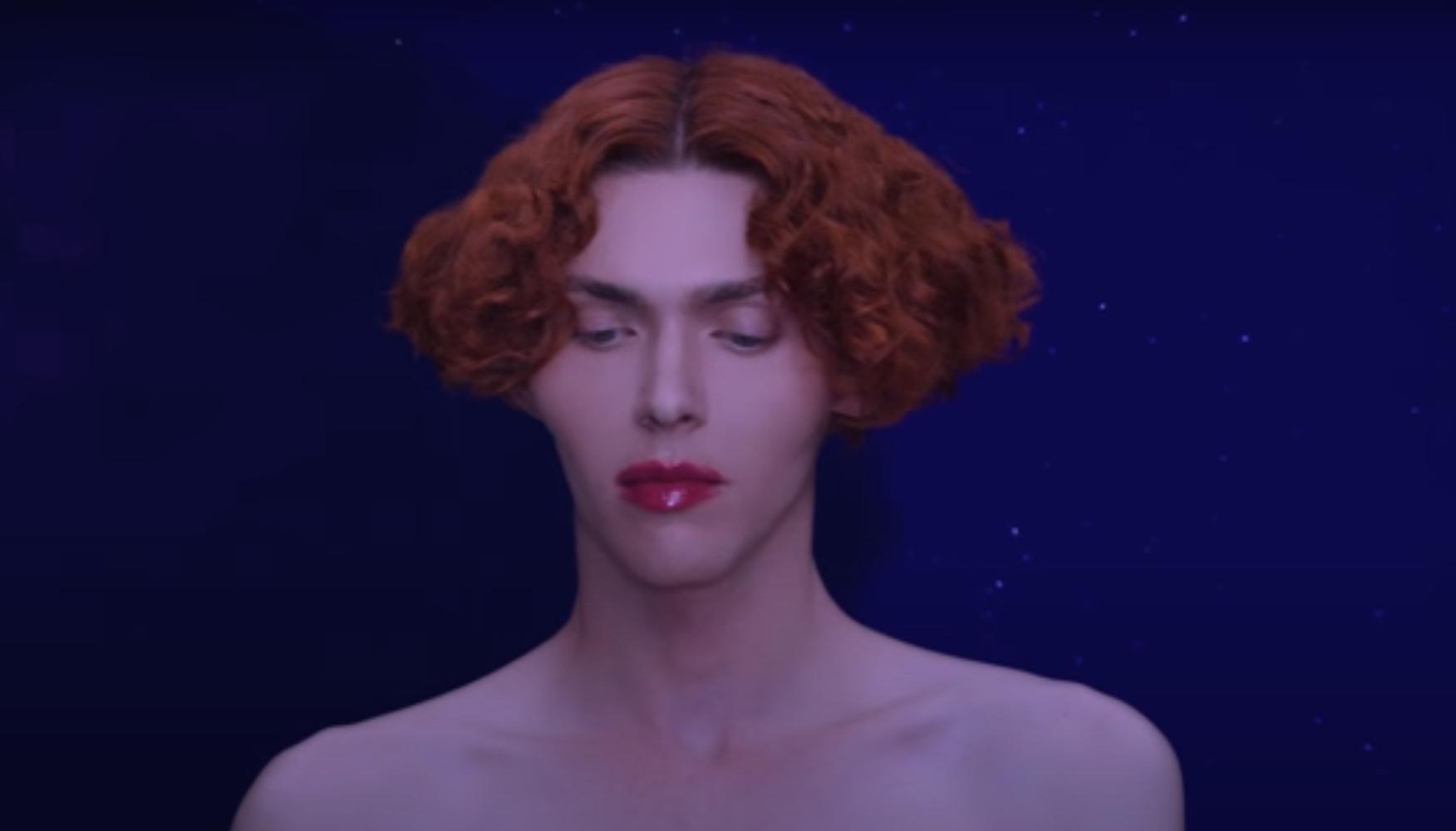 Νεκρή η τρανς μουσικός SOPHIE – Σκοτώθηκε θαυμάζοντας την πανσέληνο στην Αθήνα