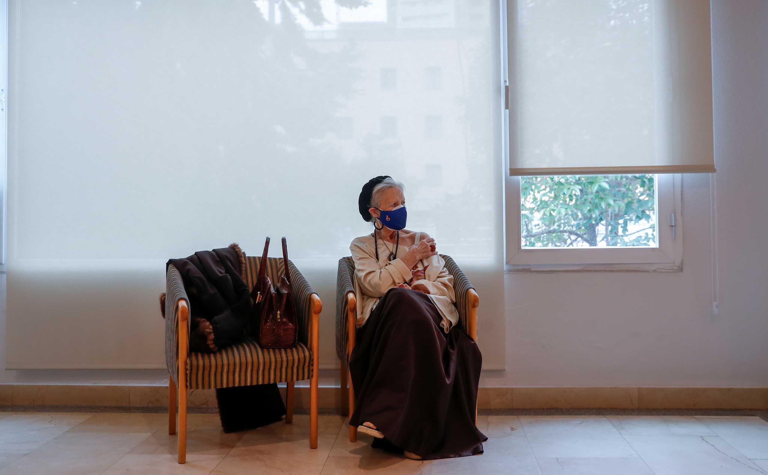 Ισπανία: «Νιώθει θεϊκά» 99χρονη τρόφιμος γηροκομείου μετά τη δεύτερη δόση του εμβολίου