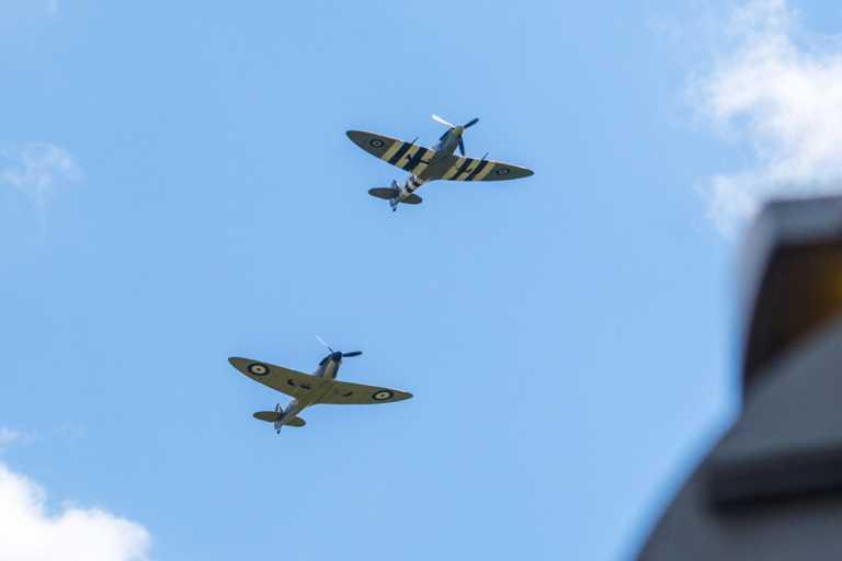 Tρία θρυλικά αεροπλάνα Spitfire, Harvard και η «βασίλισσα Dakota» επιστρέφουν στους ελληνικούς ουρανούς