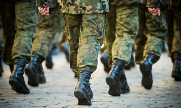 Λήμνος: Υπαξιωματικός του στρατού «δίδαξε» ήθος – Βρήκε στο δρόμο και παρέδωσε 4.000 ευρώ