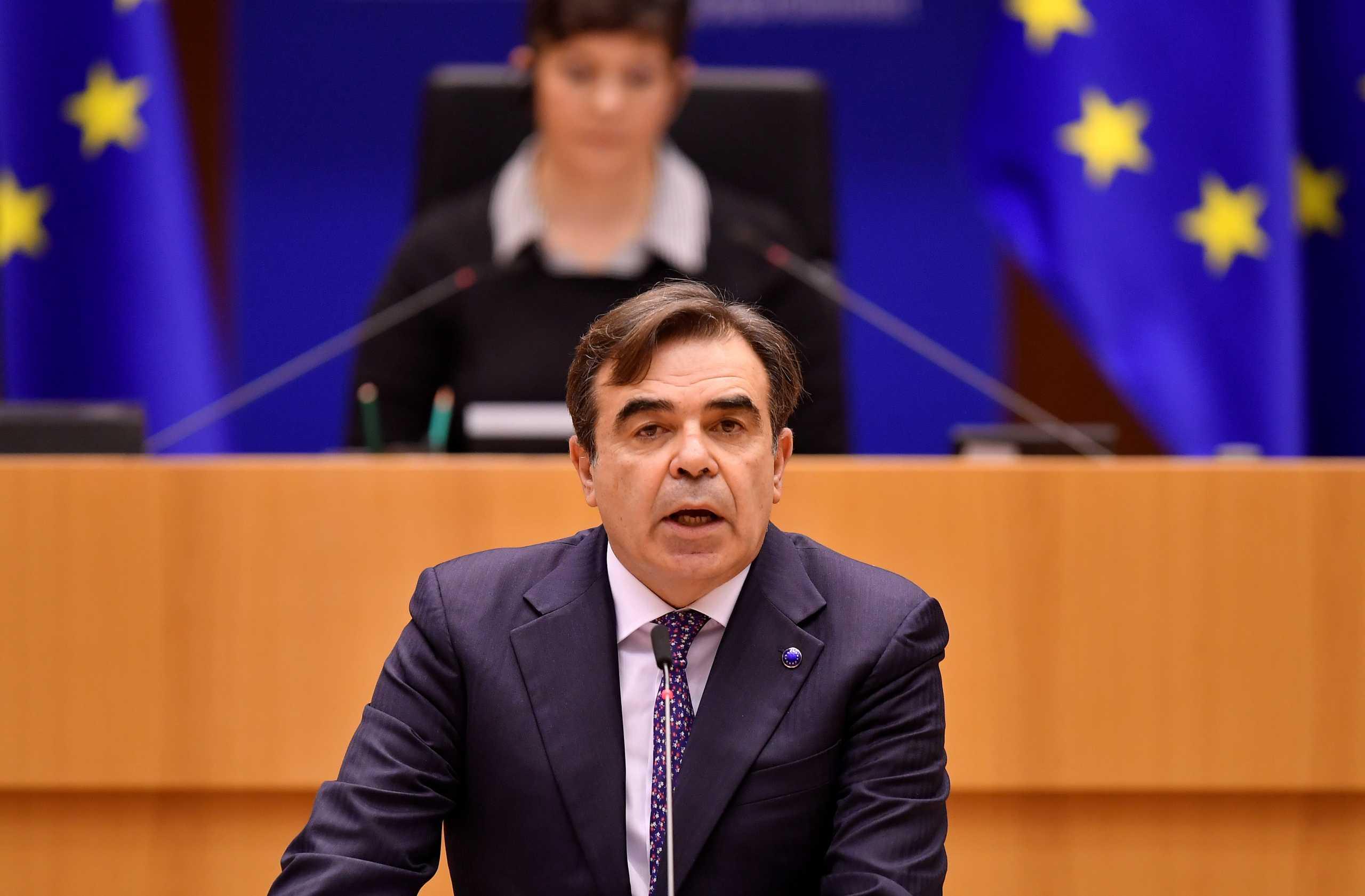 Σχοινάς: Καμία εταιρεία δεν μπορεί να εκβιάσει την ΕΕ για τα εμβόλια