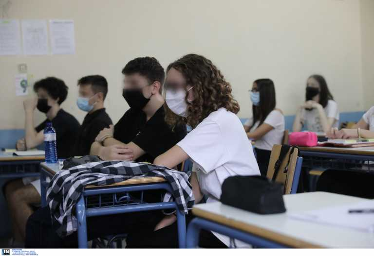 Κορονοϊός: Την Παρασκευή οι αποφάσεις για γυμνάσια και λύκεια – Οι σκέψεις για εστίαση και μετακινήσεις εκτός νομού