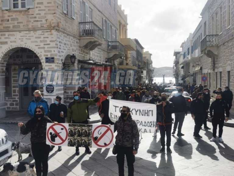 Στο δρόμο ψαράδες και κυνηγοί σε Σύρο και Νάξο για την απαγόρευση λόγω πανδημίας (video)