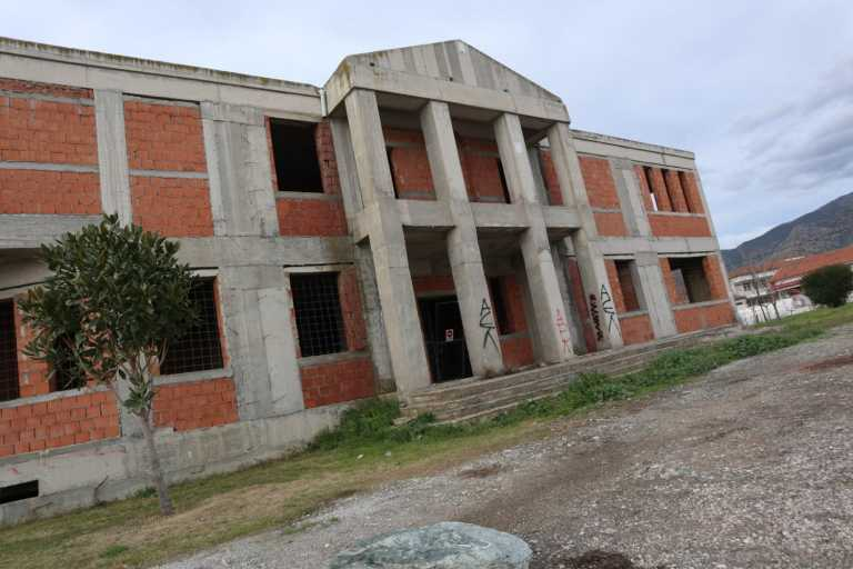 Λάρισα: Εντυπωσίασε όταν ξεκίνησε να χτίζεται αλλά έμεινε έτσι για 20 ολόκληρα χρόνια (pic)