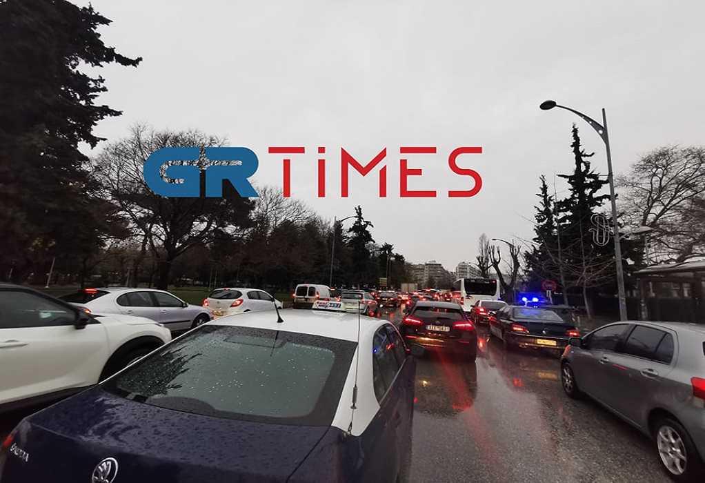Θεσσαλονίκη: Κυκλοφοριακό έμφραγμα στο κέντρο – Η βροχή έφερε μποτιλιάρισμα από τα παλιά (Φωτό)