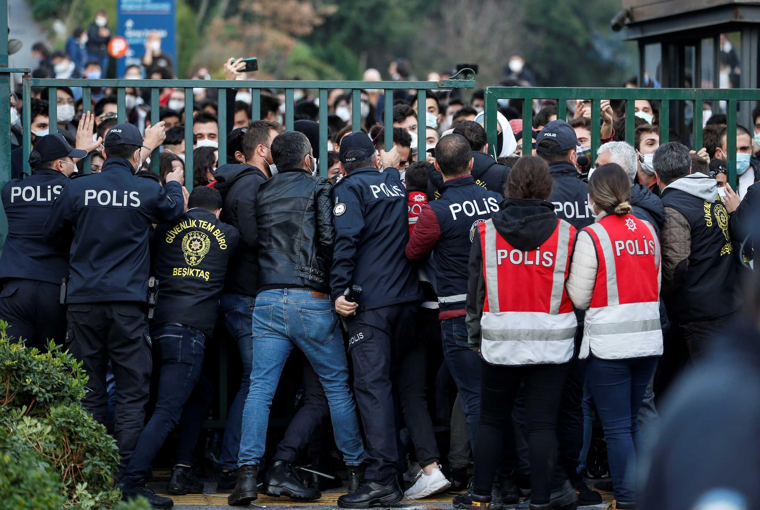 Τουρκία: Άλλες 65 συλλήψεις ανθρώπων που διαδήλωσαν ενάντια στον «φυτευτό» Πρύτανη