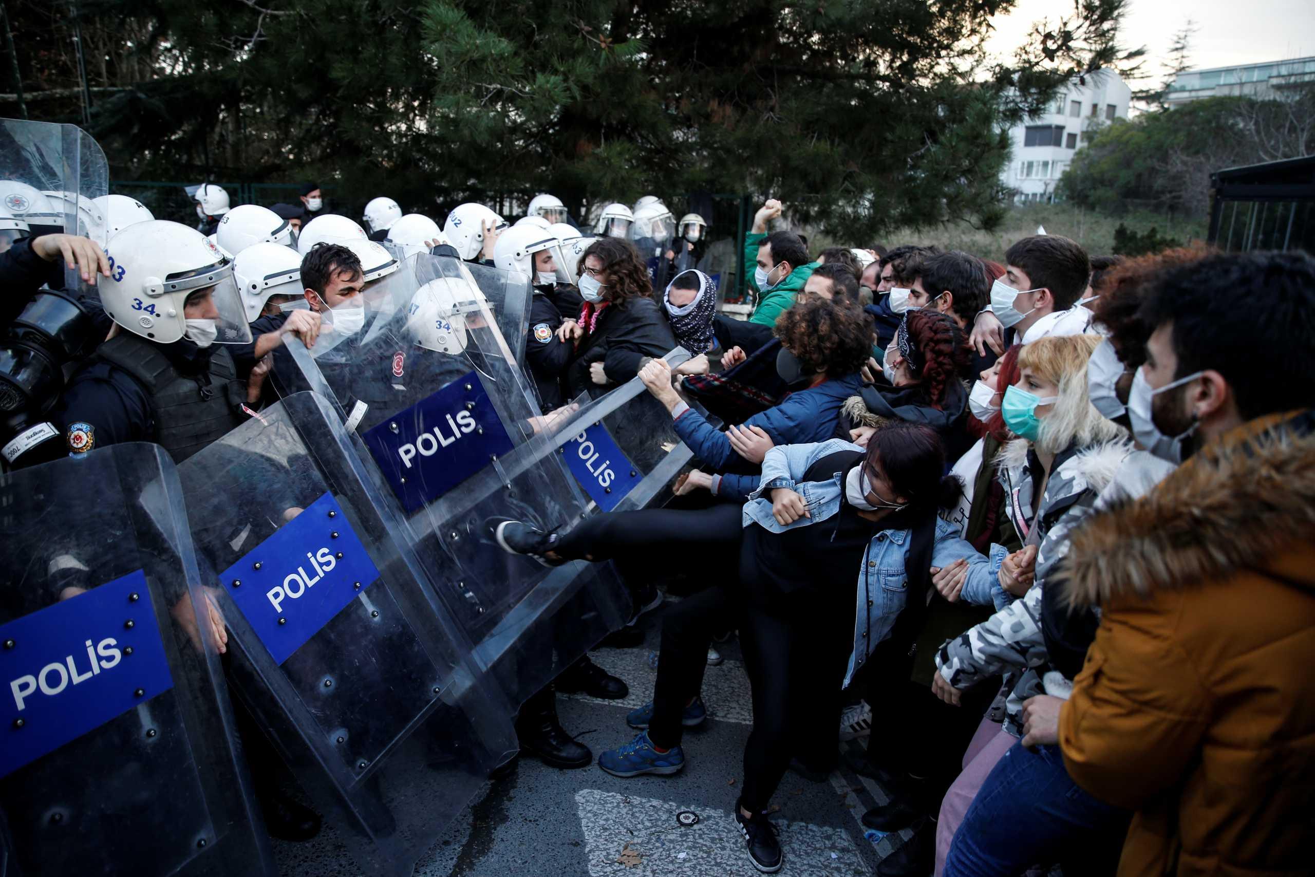 Κωνσταντινούπολη: 17 συλλήψεις για τη διαδήλωση κατά του προκλητικού διορισμού πρύτανη