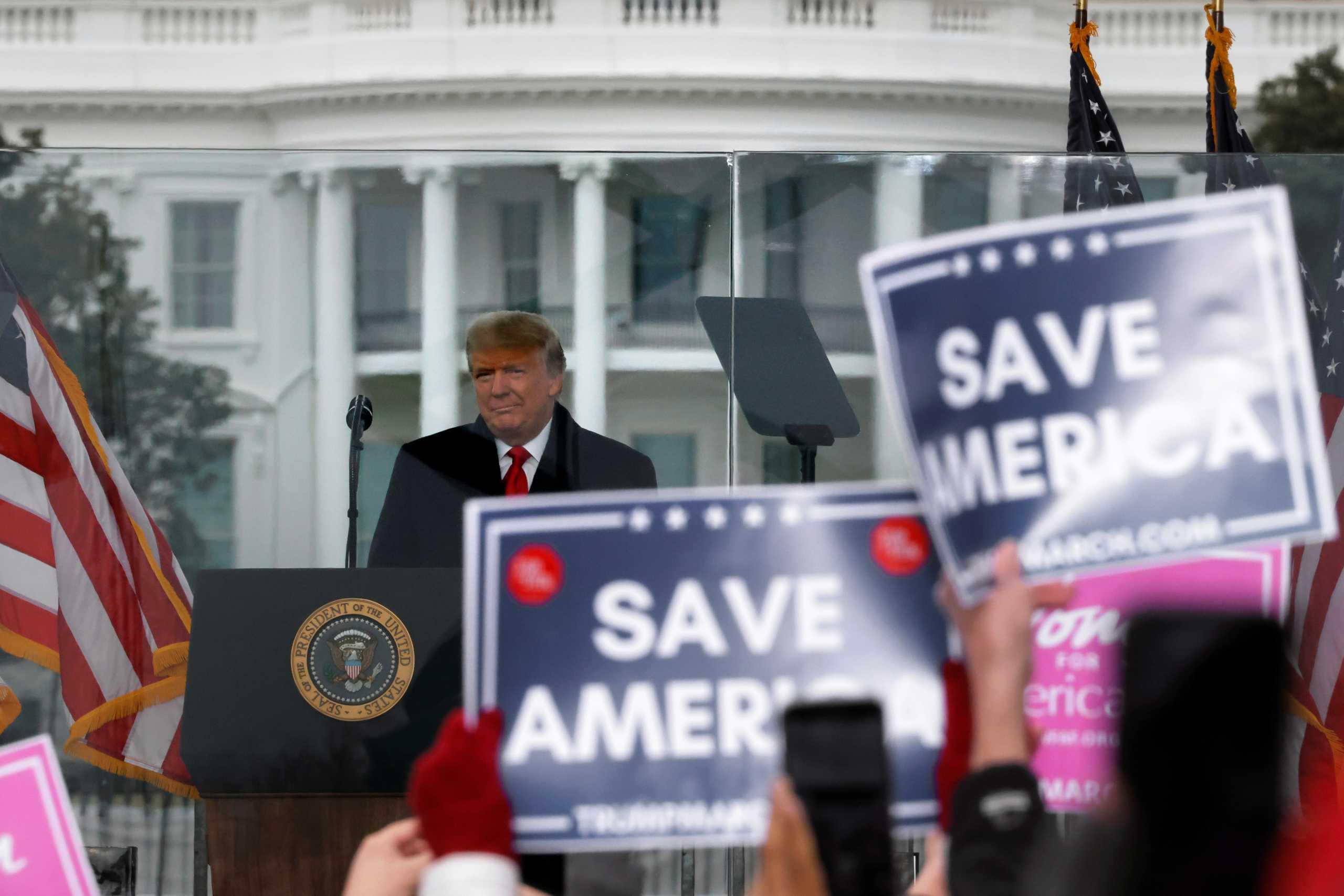 Αστείρευτος Τραμπ: Ψάχνεται να δώσει χάρη στον εαυτό του