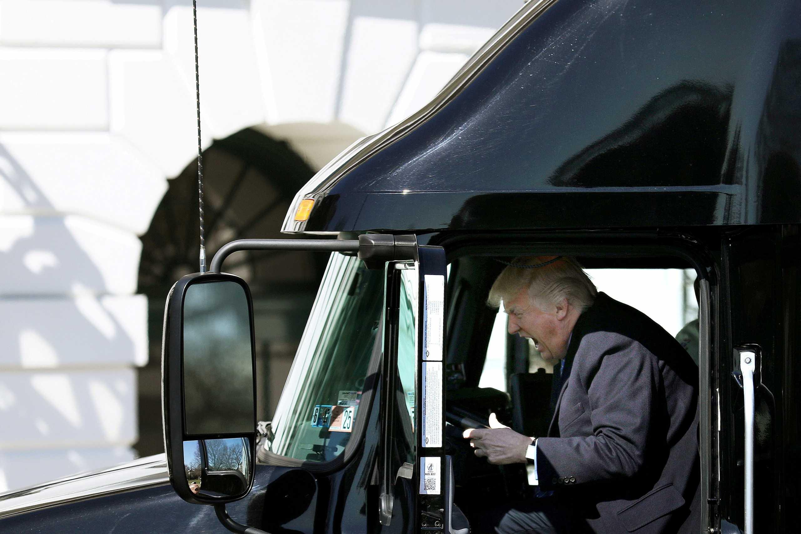 Ο Τραμπ θα φύγει από τον Λευκό Οίκο λίγο πριν… μπει ο Μπάιντεν