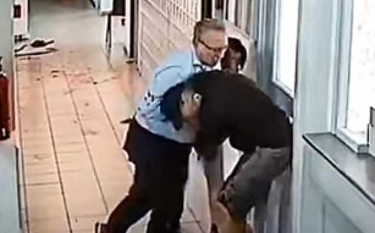Κοζάνη: Επιστολή της ΑΑΔΕ στους δύο υπαλλήλους της ΔΟΥ για την επίθεση με τσεκούρι