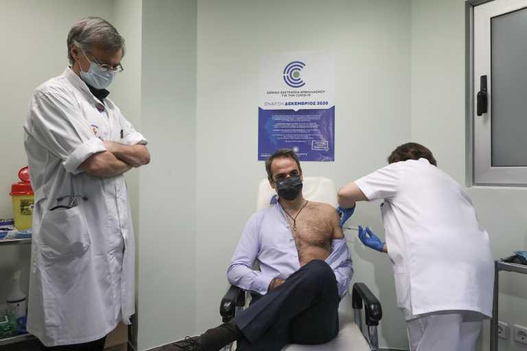 Την δεύτερη δόση του εμβολίου του κορονοϊού έκανε ο πρωθυπουργός (pics)