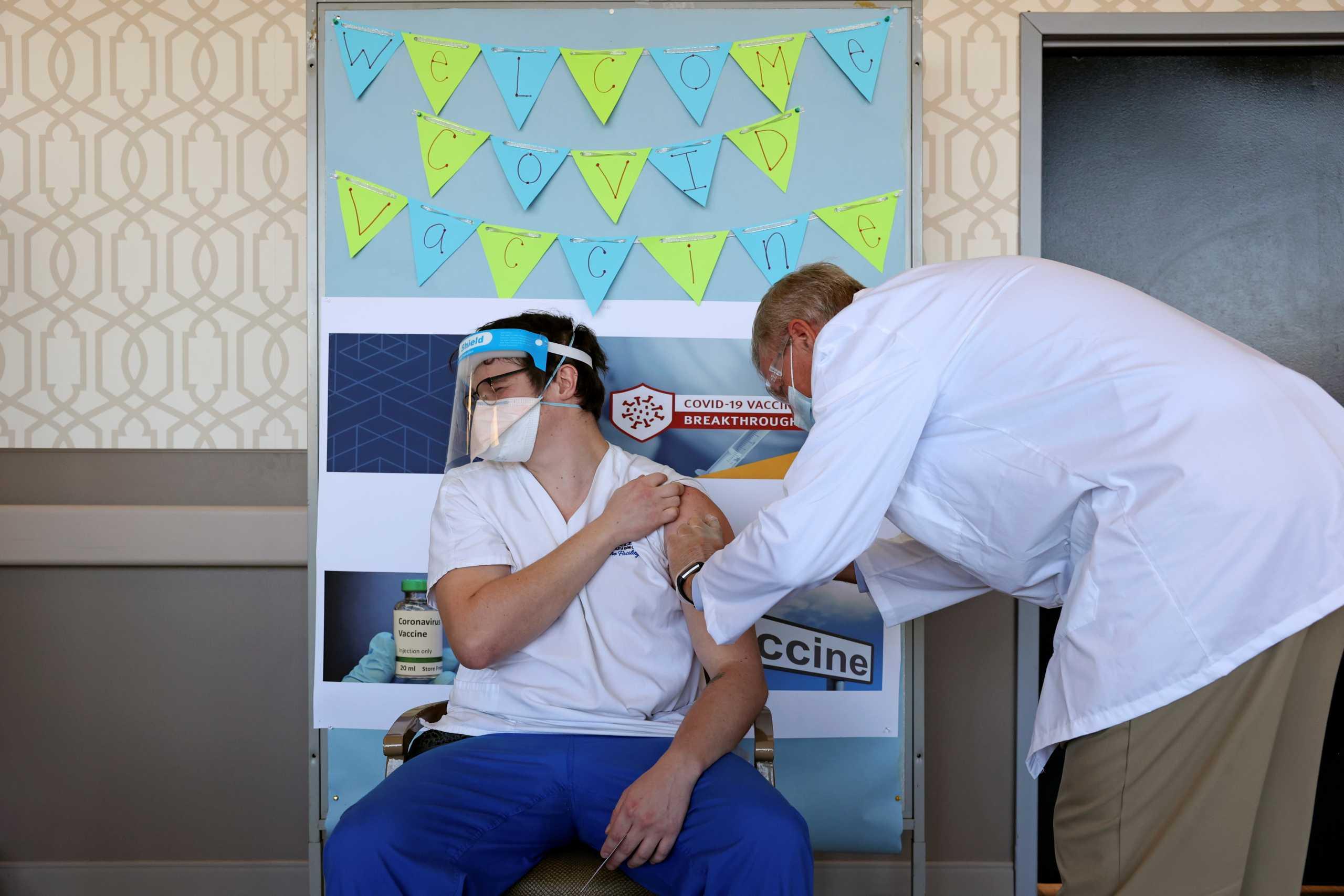Κορονοϊός – ΗΠΑ: Περισσότερα από τα μισά εμβόλια δεν έχουν χορηγηθεί στον πληθυσμό