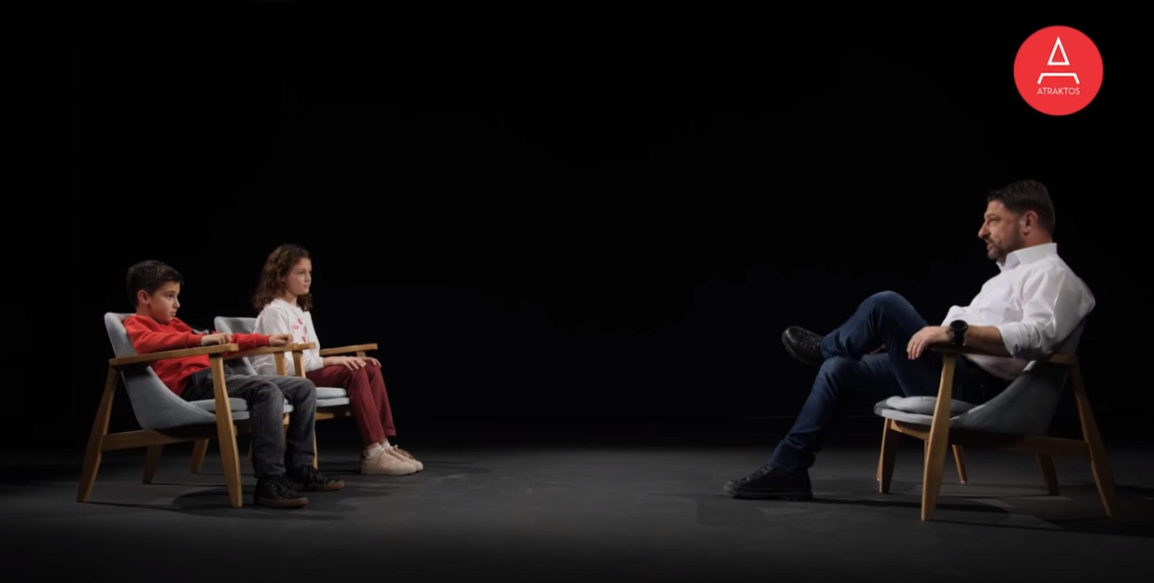 Ο Χαρδαλιάς ενώπιων μικρών «δημοσιογράφων»: Η φιλία με Τσιόδρα και τα όνειρα με τον κορονοϊό (video)