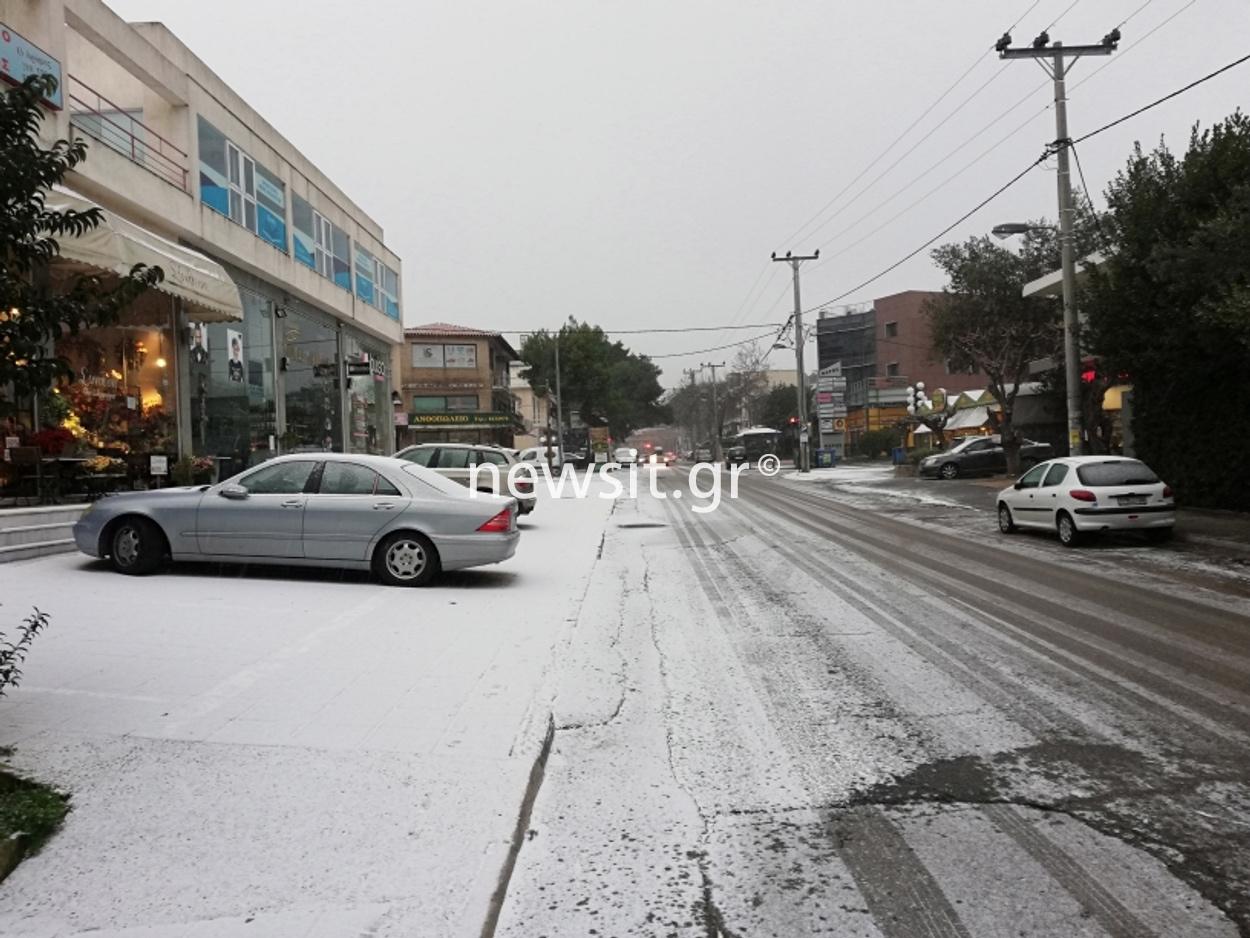 Καιρός: Χιονίζει στα βόρεια προάστια (pics)