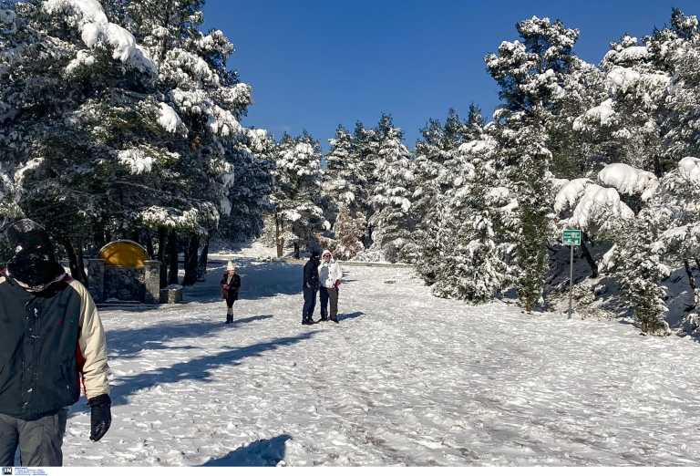 Καιρός: Καταιγίδες, χιόνια και βουτιά της θερμοκρασίας κατά 12 βαθμούς