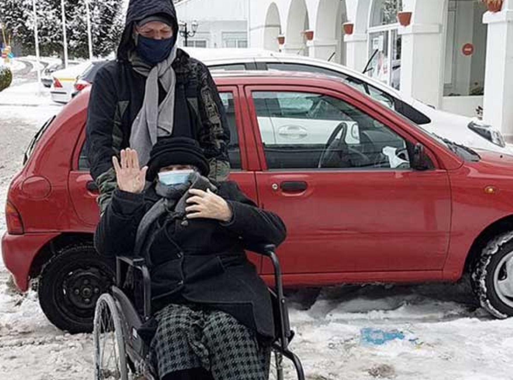 Κοζάνη – Εμβόλιο: Αυτή είναι η γιαγιά που το έκανε πρώτη – Αψήφισε τα χιόνια και το κρύο (pic)