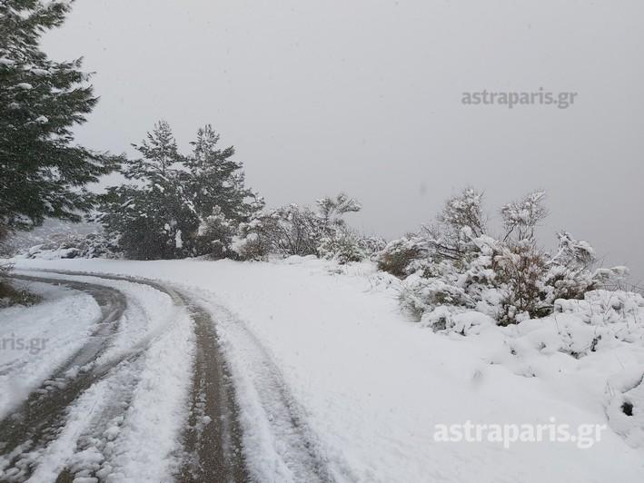 Καιρός – Χίος: Τα δύο πρόσωπα του χιονιά – Η κακοκαιρία έκλεισε δρόμους και έφερε προβλήματα (video)