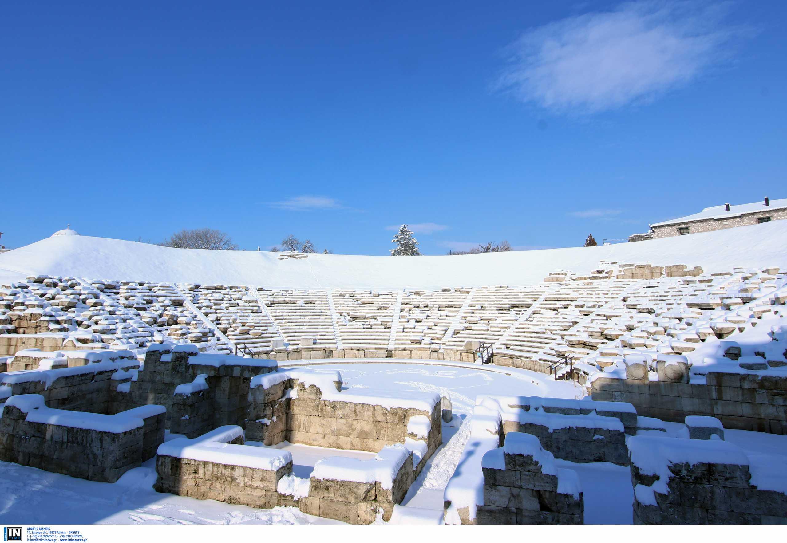 Λάρισα: Οι τουρίστες «σκανάρουν» το αρχαίο θέατρο της πόλης – Οι εντυπώσεις από την αυτοψία τους