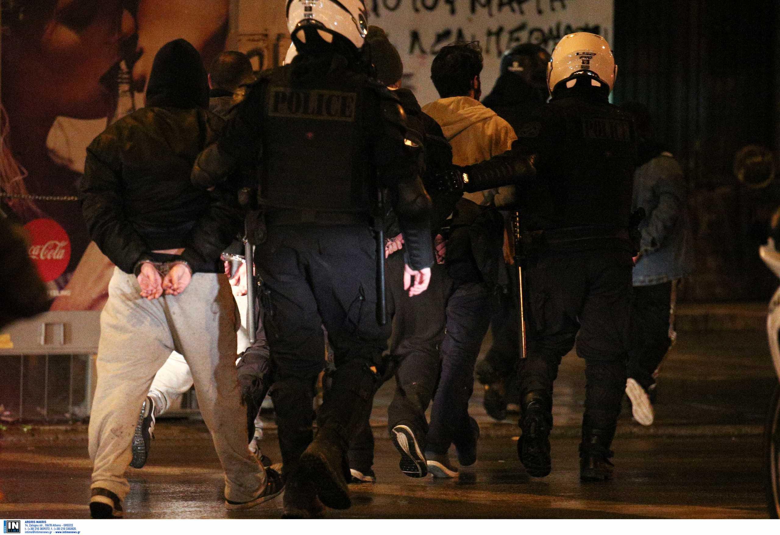 Θεσσαλονίκη: Οι εικόνες των επεισοδίων στο πανεκπαιδευτικό συλλαλητήριο που έφεραν μία σύλληψη και 27 προσαγωγές (video)