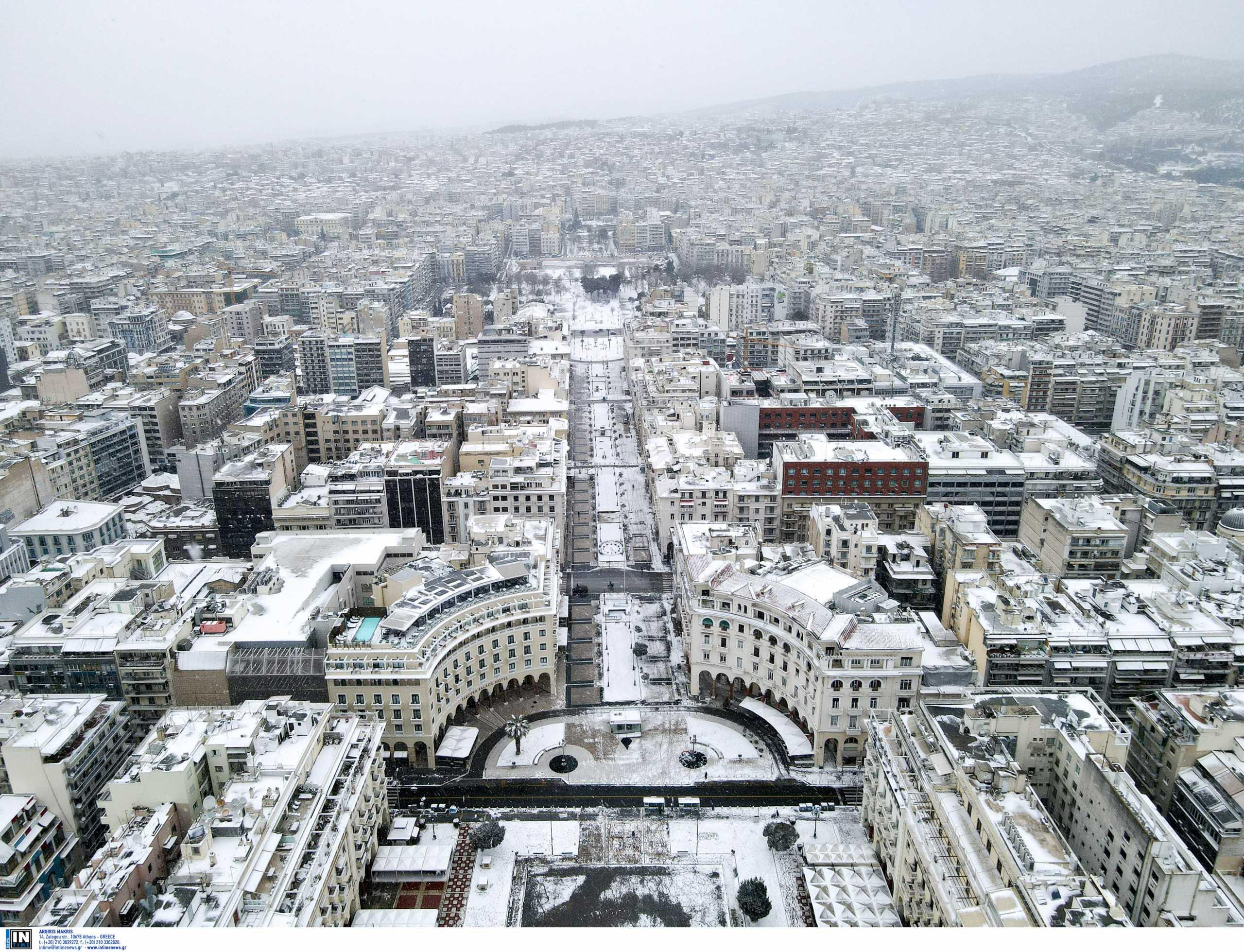 Καιρός – Κακοκαιρία Μήδεια: Εκπληκτικές εικόνες στη χιονισμένη Θεσσαλονίκη – Κλειστά σχολεία τη Δευτέρα (pics)