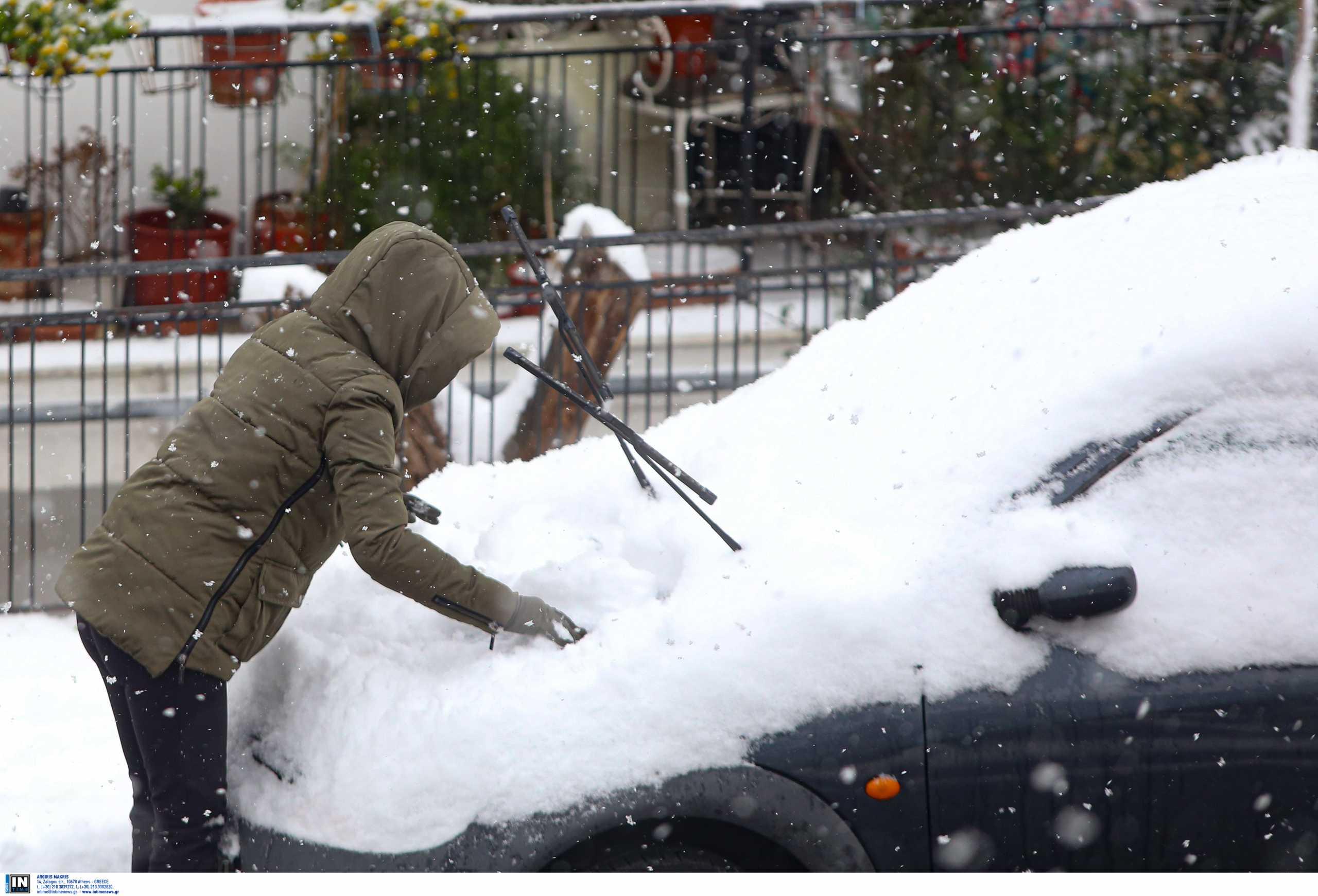 Καιρός – Κακοκαιρία Μήδεια: Πυκνό χιόνι σε Πιερία και Ημαθία – Τα πάντα λευκά μέχρι τη θάλασσα (video)