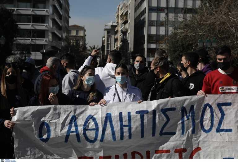 Συγκέντρωση διαμαρτυρίας στο Σύνταγμα: «Ο αθλητισμός είναι ζωή» (pics)