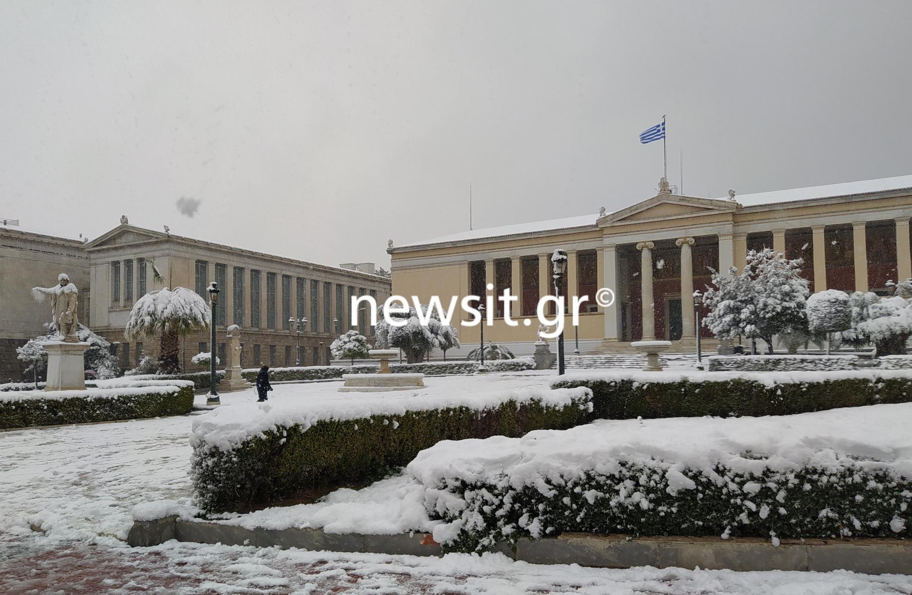 Καιρός – Αθήνα: Μαγικές εικόνες από Κολωνάκι, Προπύλαια, Πανεπιστημίου