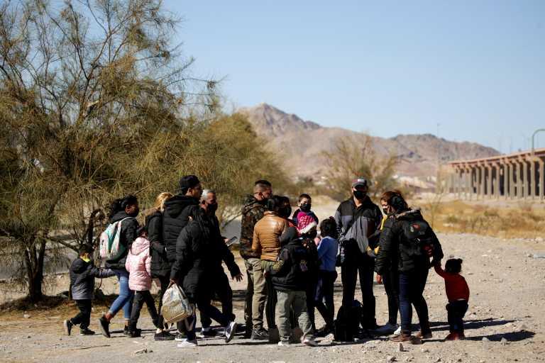 ΗΠΑ: Ανοίγει ο δρόμος στις πρώτες χιλιάδες αιτούντων άσυλο που ο Τραμπ είχε «αποκλείσει» στο Μεξικό