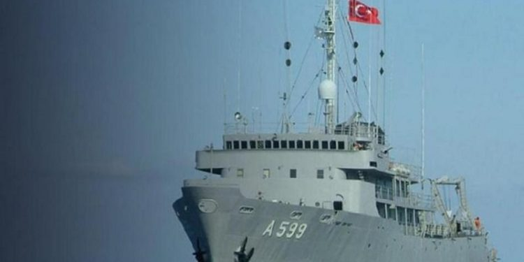 Επικίνδυνα παιχνίδια της Τουρκίας στο Αιγαίο – Καταγγέλλει παρενόχληση του «Τσεσμέ» από ελληνικά F-16
