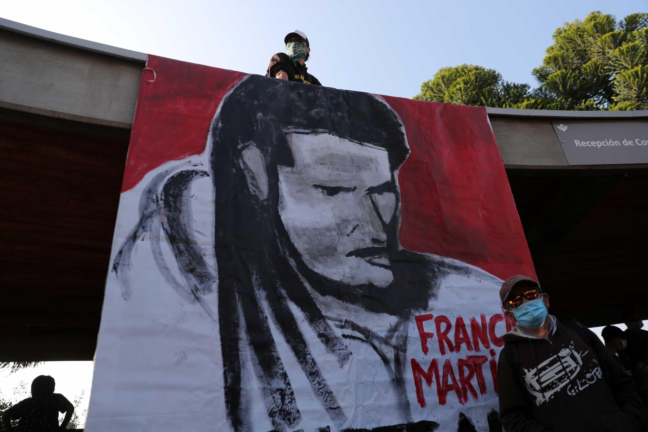Χιλή: Το τελευταίο αντίο στον καλλιτέχνη του δρόμου που σκοτώθηκε από πυρά αστυνομικού (pics)