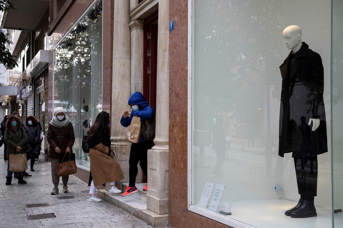 Κορονοϊός: Πάνω από τα μισά κρούσματα στην Αττική – Ανησυχία για Θεσσαλονίκη και Αχαΐα
