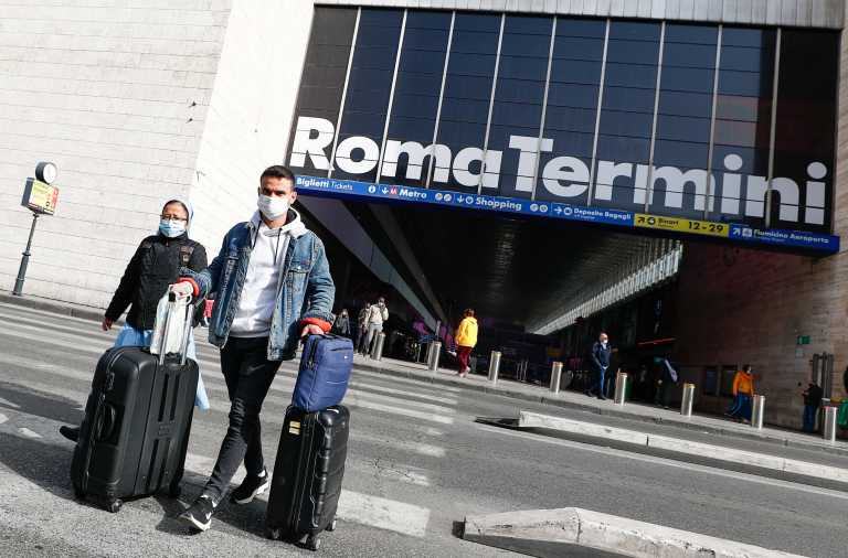 Iταλία: 9.630 νέα κρούσματα κορονοϊού – Από 8 Μαρτίου εμβολιασμοί και στον κεντρικό σταθμό της Ρώμης