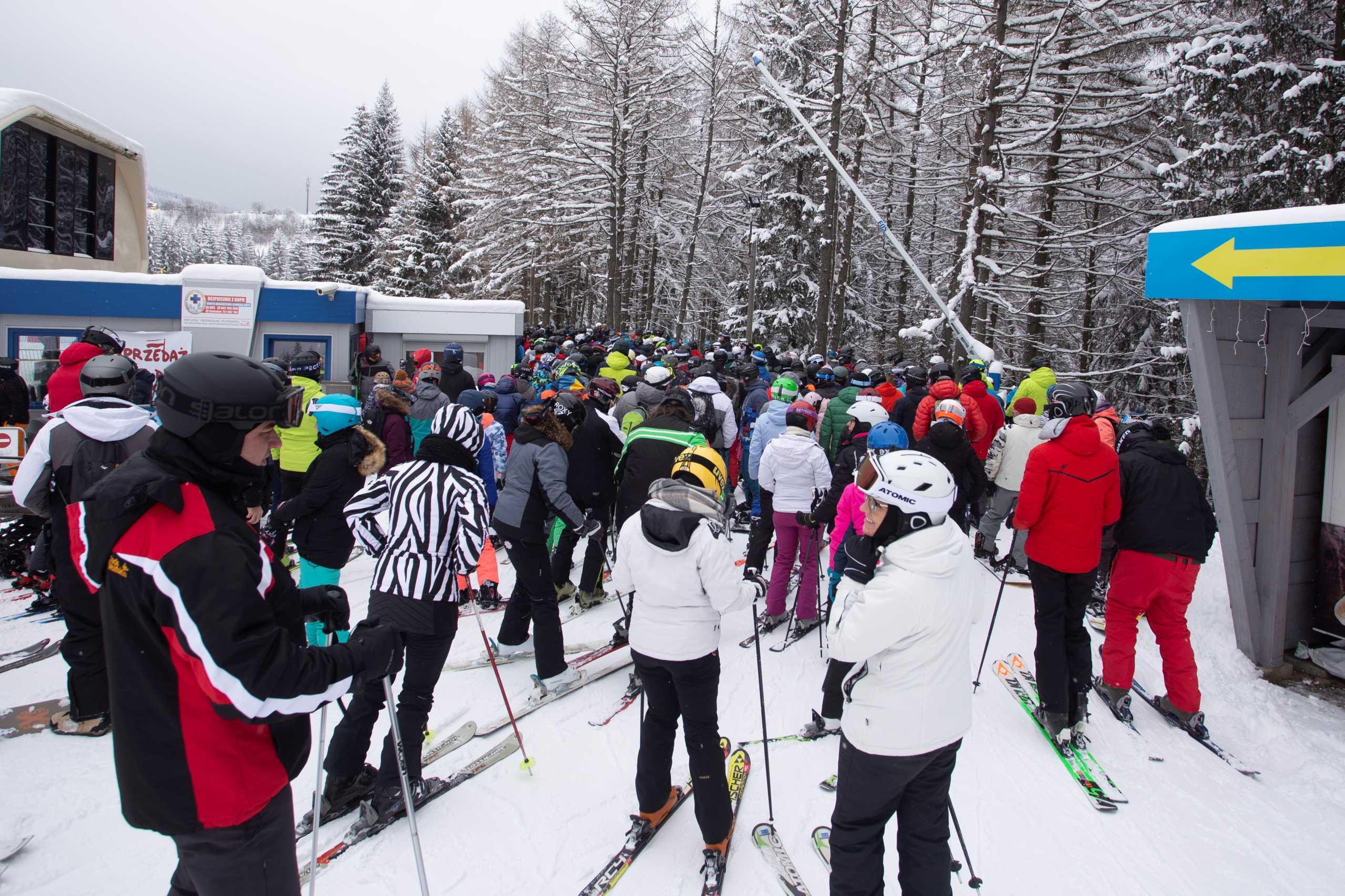 Lockdown: Έλληνες αψηφούν την πανδημία και πάνε για σκι στη Βουλγαρία
