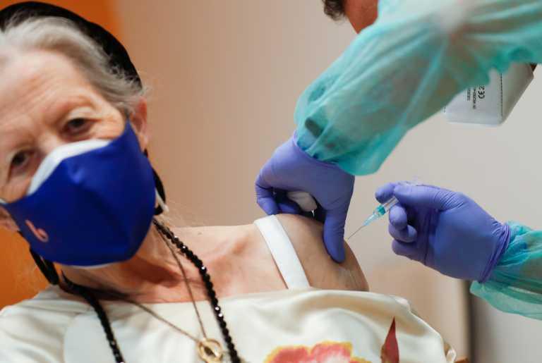 Ισπανία – Κορονοϊός: Όσοι έχουν μολυνθεί θα πρέπει να περιμένουν έξι μήνες για το εμβόλιο