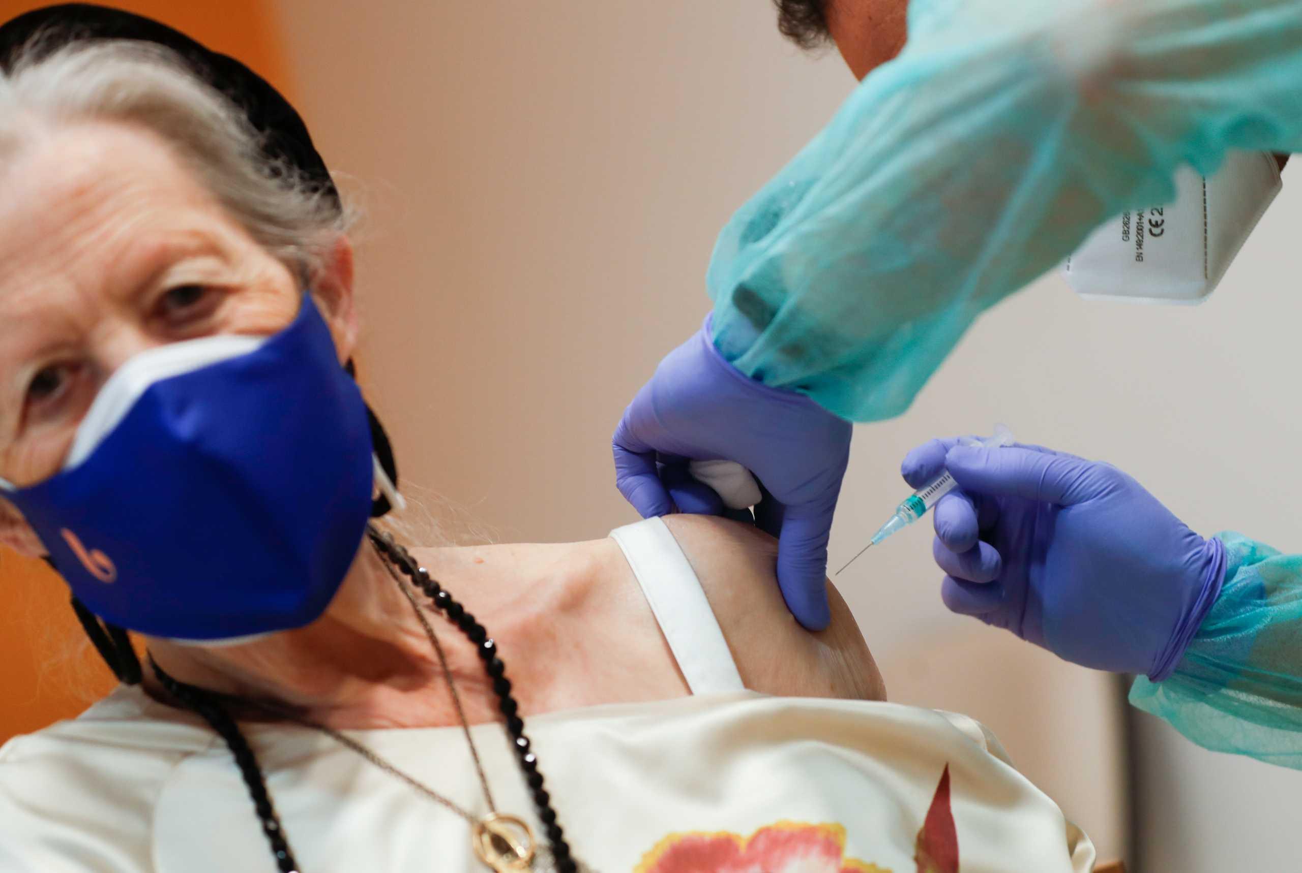 Ισπανία: Δεν αλλάζει το πρόγραμμα των εμβολιασμών παρά την απόφαση για την AstraZeneca