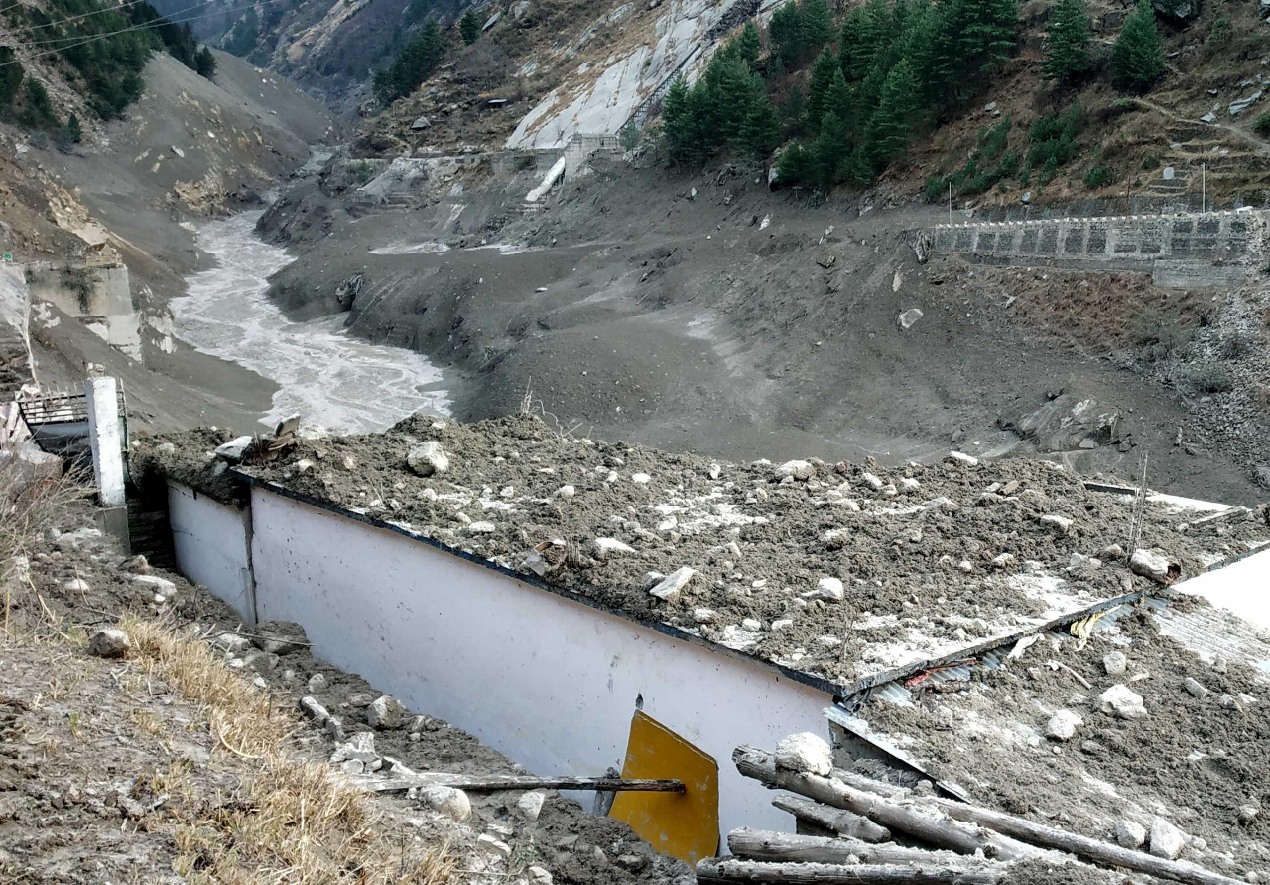 Ιμαλάια: 7 νεκροί και 125 αγνοούμενοι από την κατάρρευση του παγετού